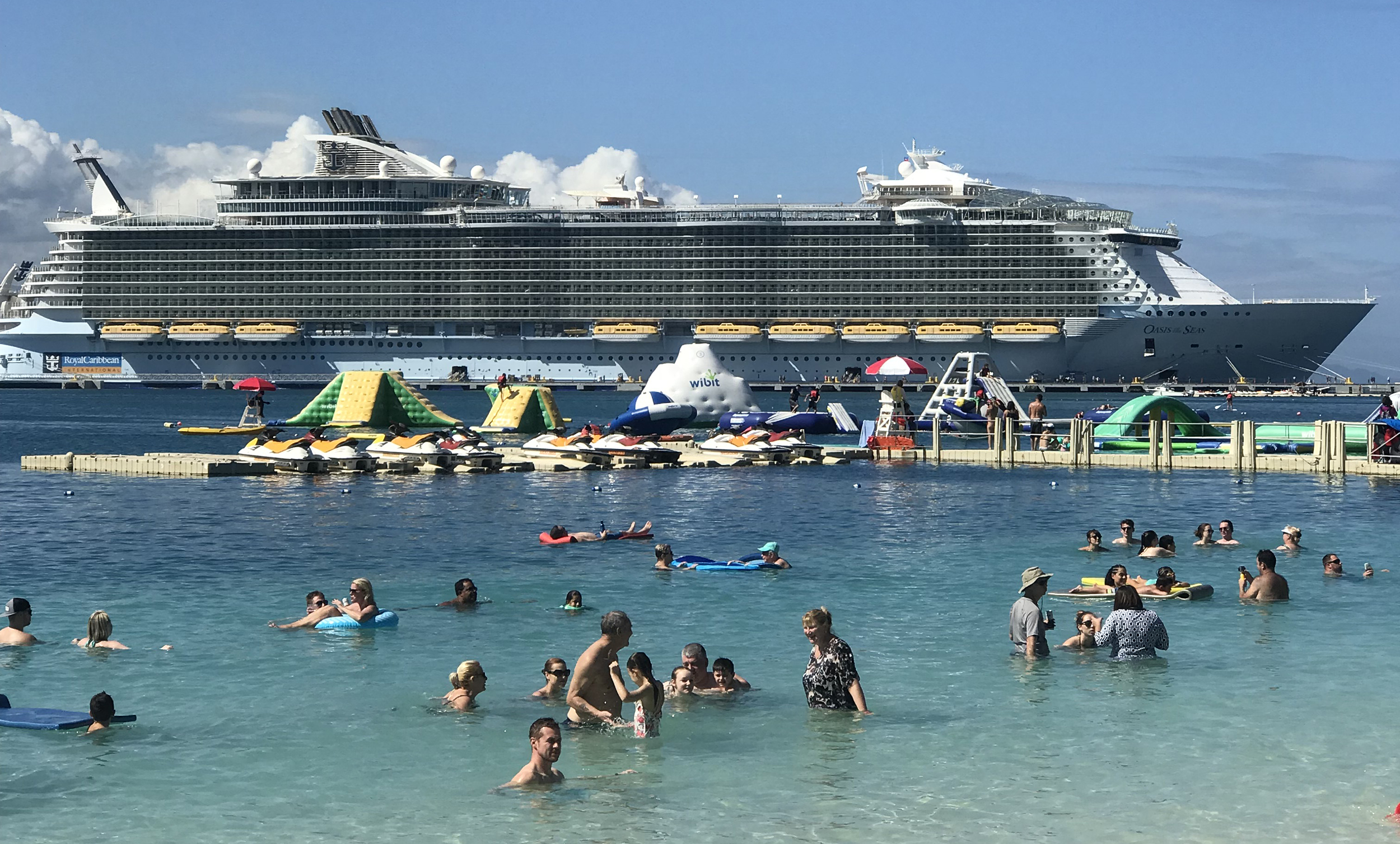 500 Passengers Are Now Sick on Royal Caribbean's Oasis of the Seas Cruise Ship