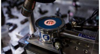 Nanomechanical router: Nanocomponent is a quantum leap