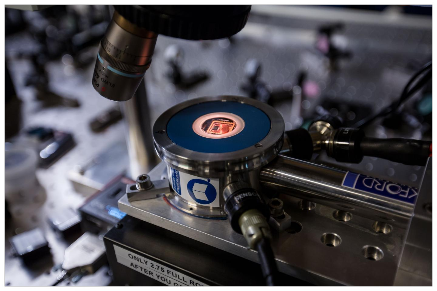 Nanomechanical router: Nanocomponent is a quantum leap