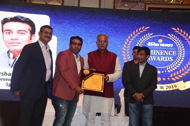 Darshan Sankhala received Multitalented Entrepreneur Award in the Dainik Bhaskar's Eminence Award by CM Bhupesh Bagel