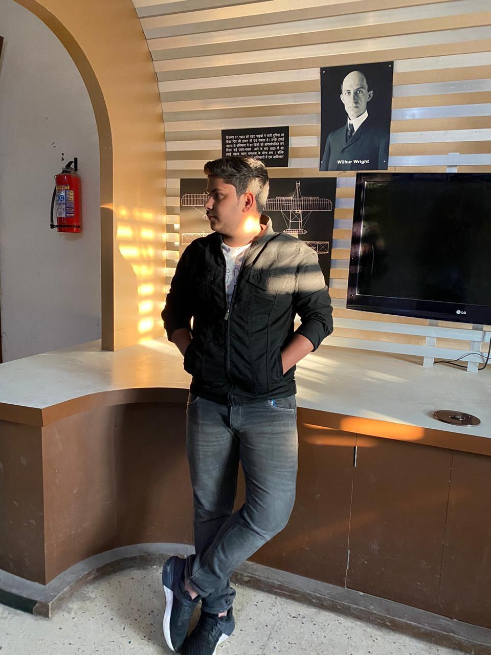 Meet Young Digital Marketing expert Afzal Anis of India, founder of best Digital Marketing company GRAVMO DIGITAL.