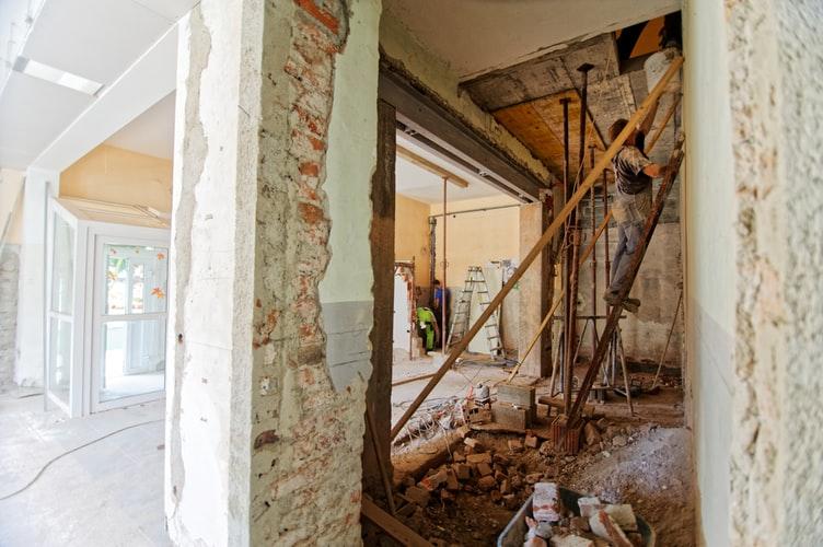 Tips for Hiring Renovations Builders