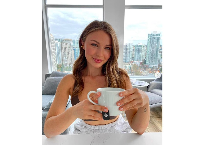 How This 23-Year-Old Influencer Mimi Bouchard, is Living Her Best Life