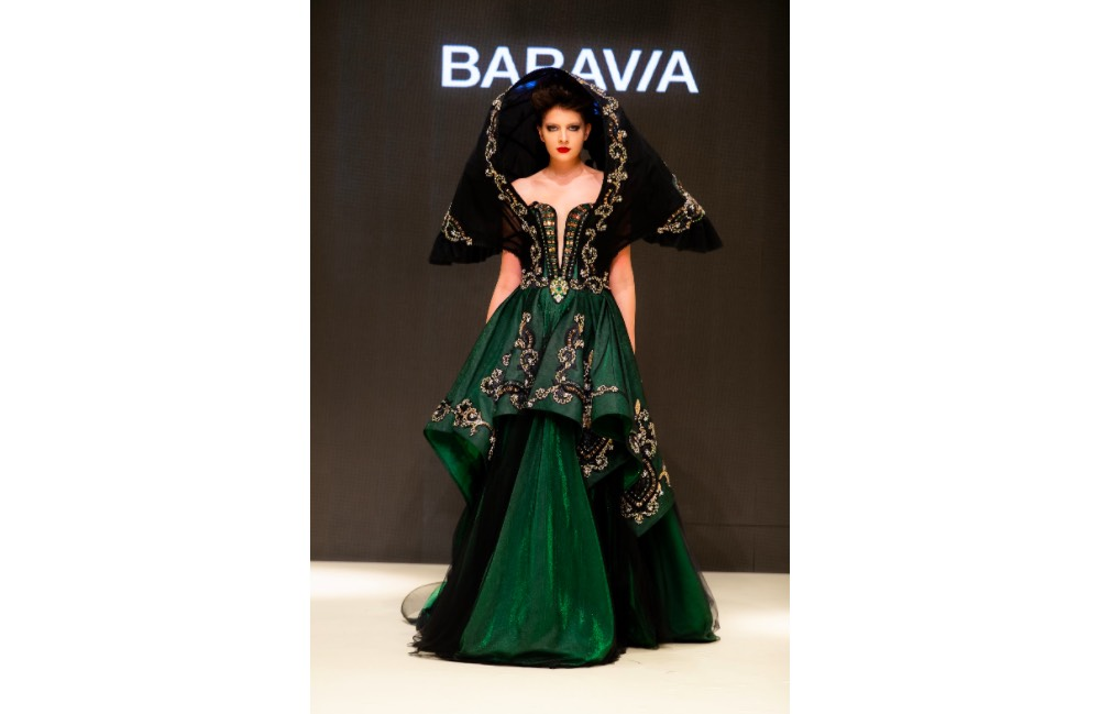 Baravia Beauty Center Opens The 11th Arab Fashion Week From Space