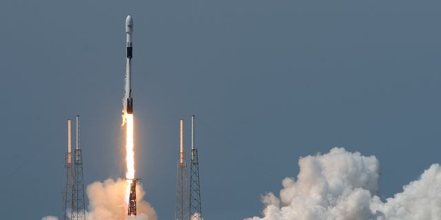 NASA Shuttle reuse record Breaks  SpaceX Falcon 9,  catches full rocket nosecone