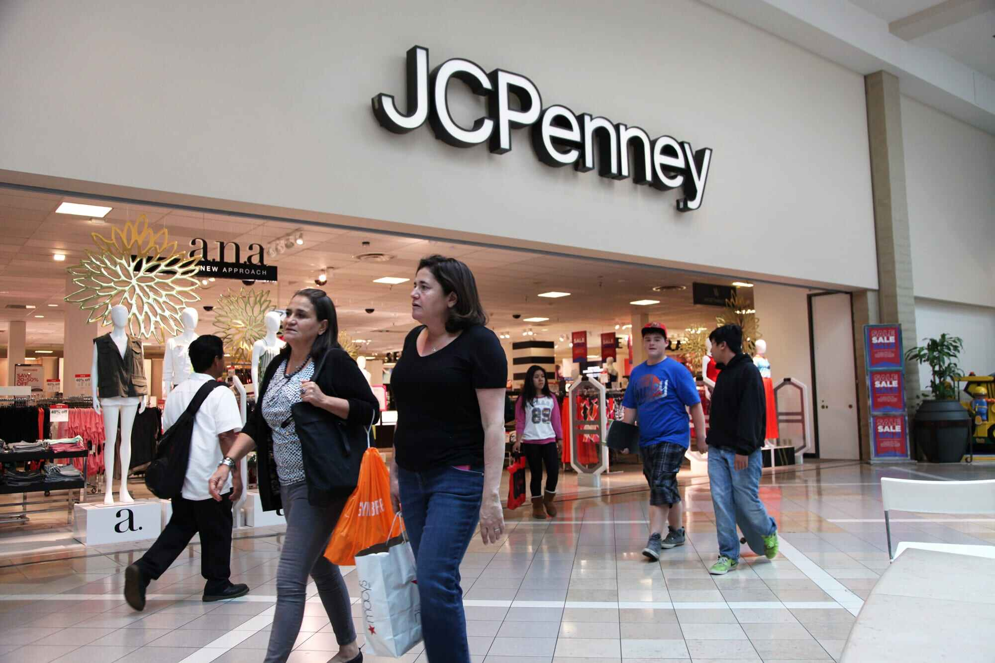 Shopping center proprietors Simon, Brookfield near purchasing J.C. Penney out of insolvency