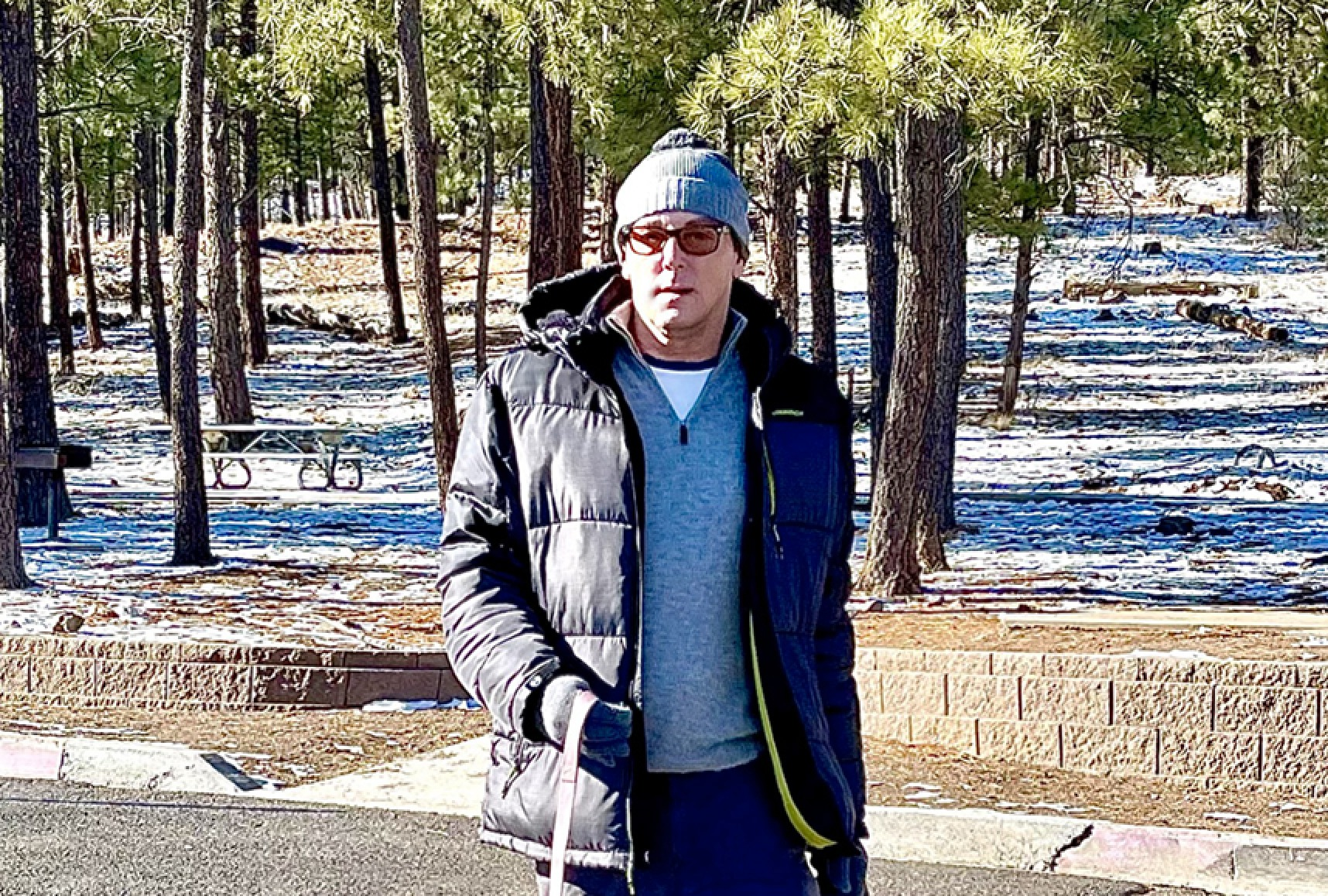 """Snow-biz"" News! Sean Borg Spotted in Flagstaff Arizona on New Year's Day Walking Eli and Olive"