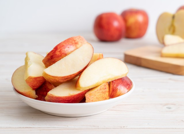 Apples : One Amazing Side Effect of Eating This Fruit, As stated by Science